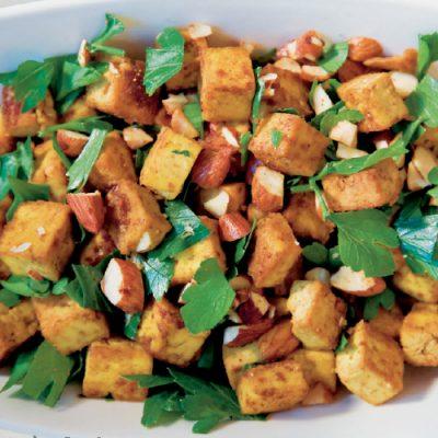 Tofu med karry og ristede mandler