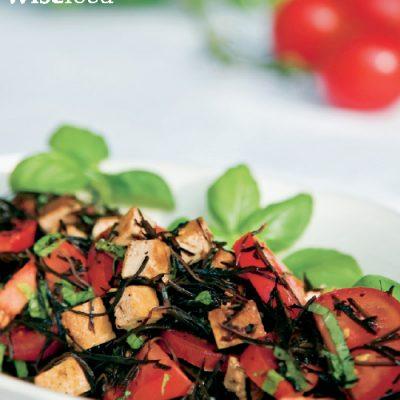 Tomatsalat med arame og marineret tofu