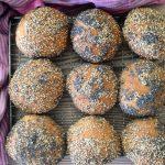 Langtidshævet fuldkornsbrød og fuldkornsboller