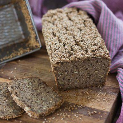 Glutenfrit brød – mørkt med græskarkerner