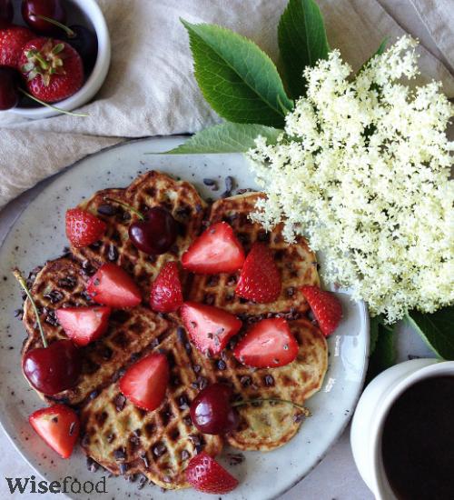 Vafler med quinoa og hyldeblomster