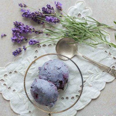 Blåbæris med lavendel – sund nicecream